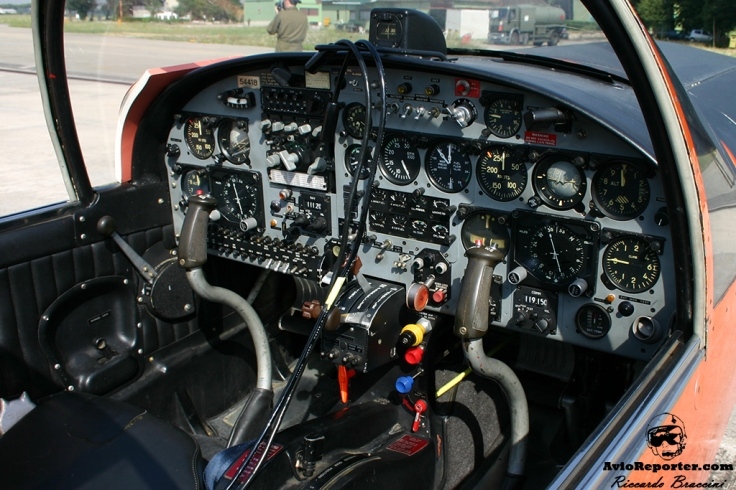 Cockpit SF-260AM
